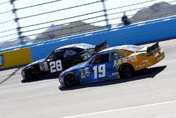 Kyle Busch, Joe Gibbs Racing Toyota en Dakoda Armstrong, Toyota