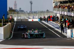 Nelson Piquet Jr., Jaguar Racing, ai box