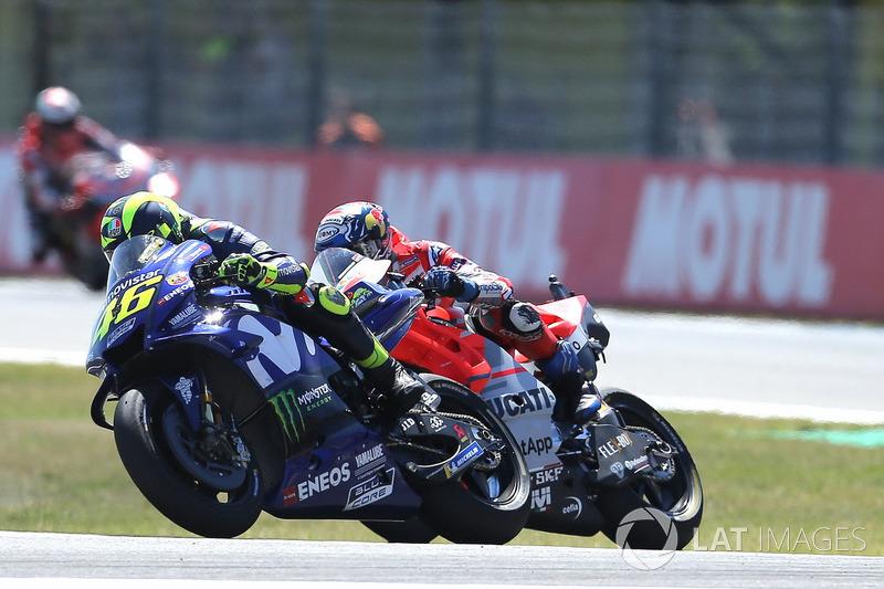 """Valentino Rossi: """"Estávamos em uma boa situação quando o Dovi tentou me ultrapassar em um ponto da curva 1 onde eu estava muito forte e bem. Foi uma manobra agressiva, mas na corrida foram cerca de 30."""""""