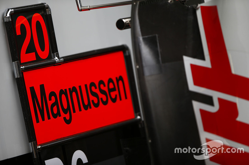 A pitboard for Kevin Magnussen, Haas F1 Team