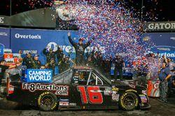 Ganador de la carrera Brett Moffitt, Hattori Racing Enterprises, Toyota Tundra