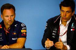 Christian Horner, Teambaas Red Bull Racing, en Toto Wolff, Executive Director (Business), Mercedes AMG, in de persconferentie