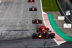 Max Verstappen, Red Bull Racing RB14, Kimi Raikkonen, Ferrari SF71H, Daniel Ricciardo, Red Bull Racing RB14, Romain Grosjean, Haas F1 Team VF-18