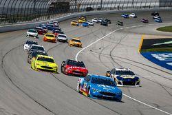 Ryan Blaney, Team Penske, Ford Fusion PPG lidera el grupo
