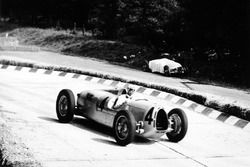 Bernd Rosemeyer, Auto Union C, passes the retired car of team-mate Hans Stuck