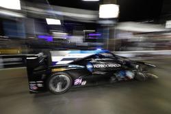 #10 Wayne Taylor Racing Cadillac DPi, P: Renger van der Zande, Jordan Taylor, Ryan Hunter-Reay, pitstop