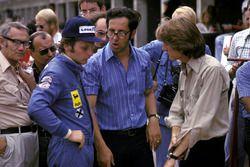 Niki Lauda, Ferrari, in gesprek met Mauro Forghieri, Ferrari Designer en Luca di Montezemolo, Ferrari Team Manager