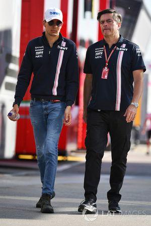 Esteban Ocon, Force India F1 et Andy Stevenson, manager de Force India F1