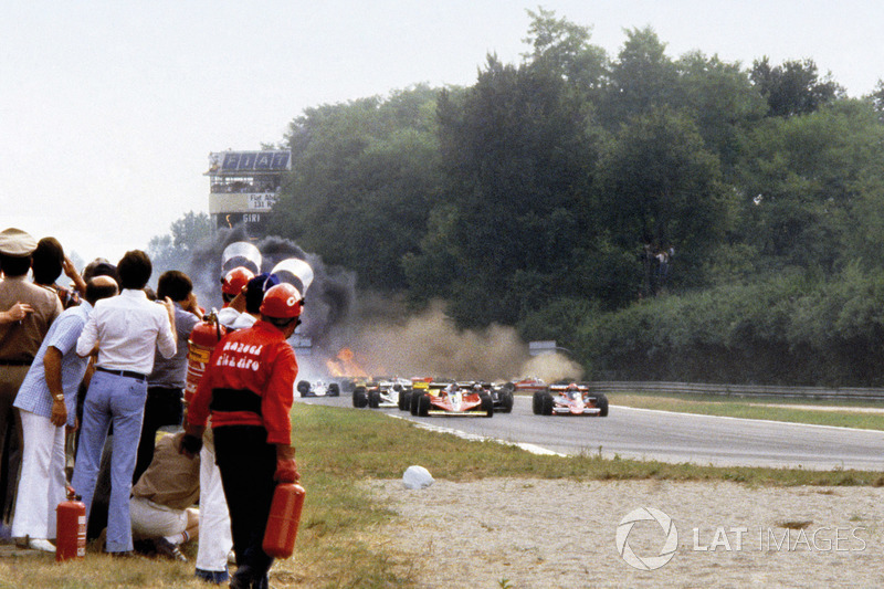 Multiple car accident which claimed the life of Ronnie Peterson, Lotus 78-Ford at the start