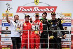 Podium: ganador, #11 Formula Racing Ferrari 488: Nicklas Nielsen, segundo #8 Octane 126 Ferrari 488: