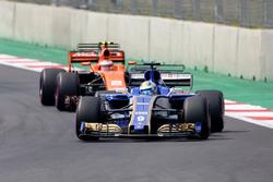 Marcus Ericsson, Sauber C36, Stoffel Vandoorne, McLaren MCL32, Romain Grosjean, Haas F1 Team VF-17