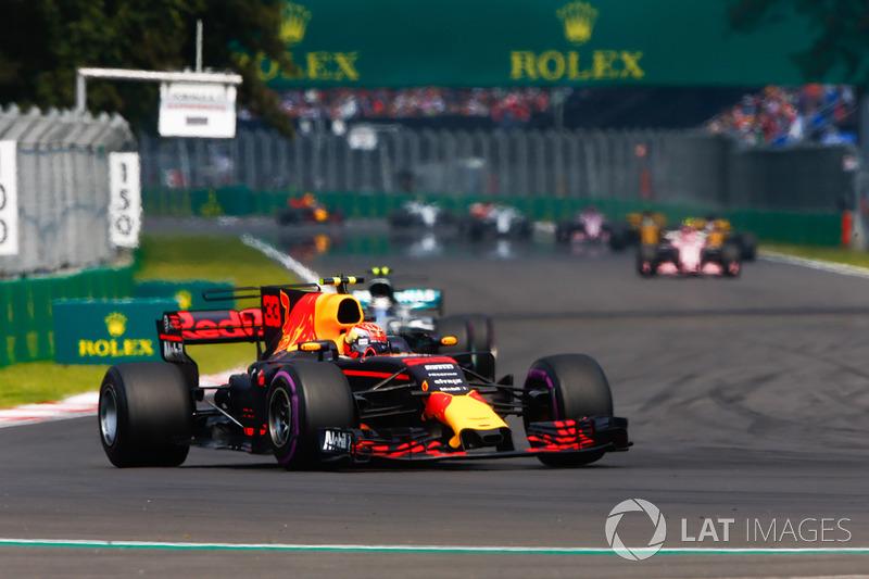 Max Verstappen, Red Bull Racing RB13, Valtteri Bottas, Mercedes AMG F1 W08