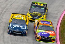 Кайл Буш, Joe Gibbs Racing Toyota и Лэндон Кэссилл, Front Row Motorsports Ford