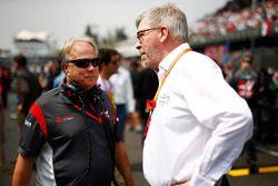 Gene Haas, Team Owner, Haas F1 Team, con Ross Brawn, director deportivo de la FOM