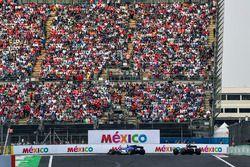 Marcus Ericsson, Sauber C36 et Pierre Gasly, Scuderia Toro Rosso STR12