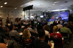 Себастьян Феттель, Ferrari, Льюис Хэмилтон, Mercedes AMG F1, и Даниэль Риккардо, Red Bull Racing