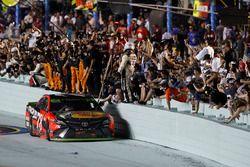 Martin Truex Jr., Furniture Row Racing Toyota takım kutlamaları