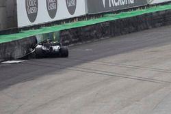 La monoposto incidentata di Lewis Hamilton, Mercedes-Benz F1 W08