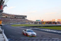 Kevin Harvick, Stewart-Haas Racing Ford takes the checkered flag