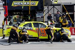 Brandon Jones, Joe Gibbs Racing, Toyota Camry Menards pit stop