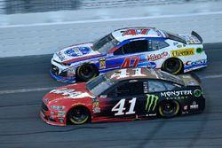Kurt Busch, Stewart-Haas Racing Ford Fusion and A.J. Allmendinger, JTG Daugherty Racing Chevrolet Ca