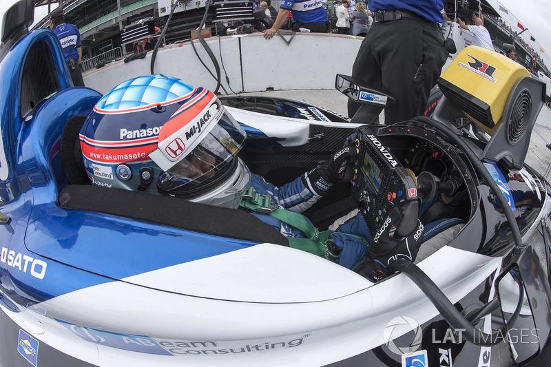 16: Takuma Sato, Rahal Letterman Lanigan Racing Honda, 226.557