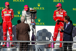 Race winner Lewis Hamilton, Mercedes AMG F1 celebrates on the podium with former US President former US President Bill Clinton, the trophy alongside second place Sebastian Vettel, Ferrari, James Allison, Mercedes Technical Director and third place Kimi Raikkonen, Ferrari