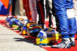 The drivers including Marcus Ericsson, Sauber, Fernando Alonso, McLaren, Carlos Sainz Jr., Renault S