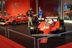 Guido Schittone viene filmato accanto alla Ferrari 126