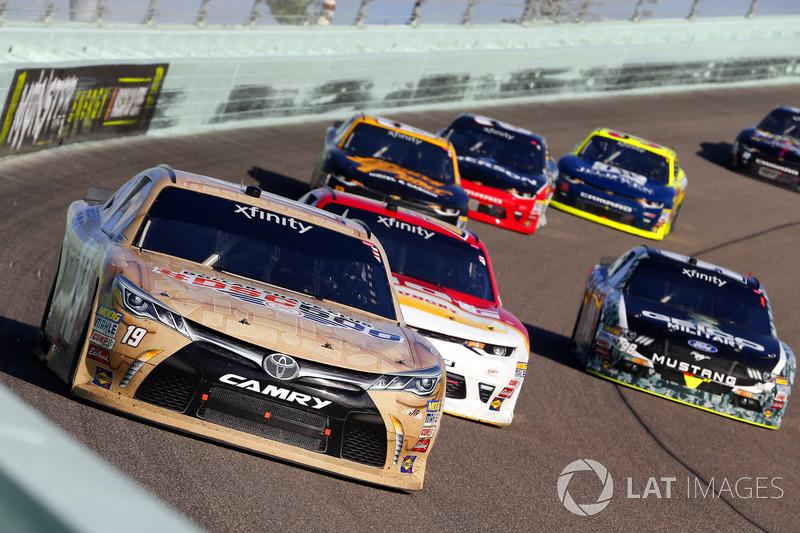 Matt Tifft, Joe Gibbs Racing Toyota, Michael Annett, JR Motorsports Chevrolet and Casey Mears, Biagi