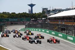 Start: Valtteri Bottas, Mercedes AMG F1 leads