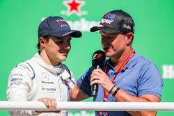 Rubens Barrichello entrevista a Felipe Massa, Williams, en el podio