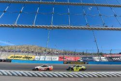 Мэтт Кенсет, Joe Gibbs Racing Toyota и Пол Менард, Richard Childress Racing Chevrolet