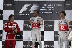Podyum: 2. Fernando Alonso, Ferrari, Yarış galibi Lewis Hamilton, McLaren, 3. Jenson Button, McLaren