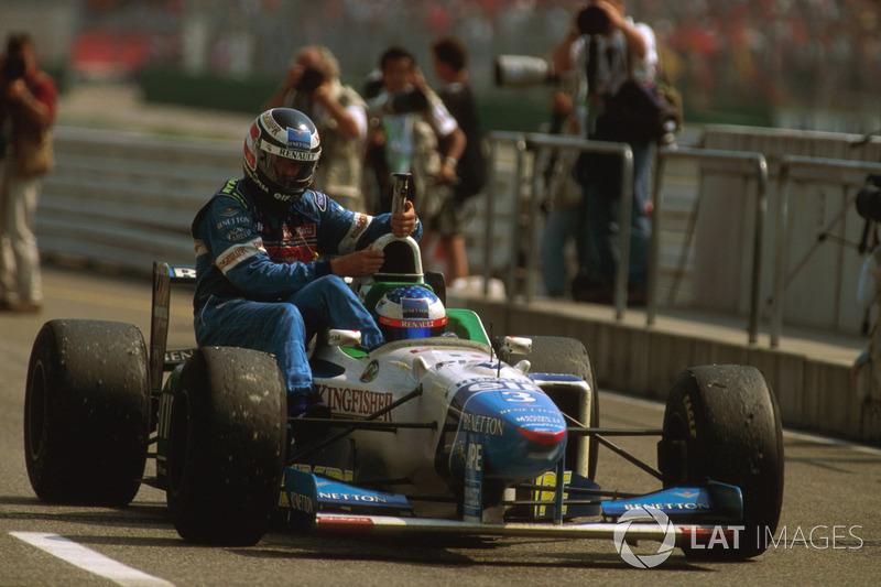 Hockenheim 1996 : Jean Alesi (Benetton) carica Gerhard Berger (Benetton)