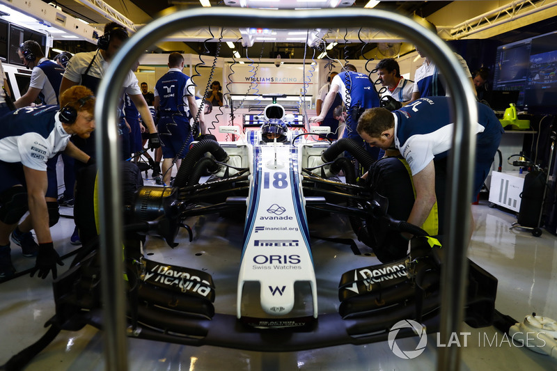 Mechanics working on the car of Lance Stroll Williams FW40