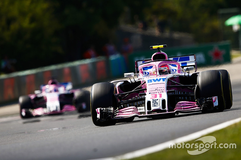 Esteban Ocon, Force India VJM11, Sergio Perez, Force India VJM11