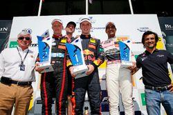 Podium : le vainqueur Dan Ticktum, Motopark Dallara F317 - Volkswagen, le deuxième, Fabio Scherer, Motopark Dallara F317 - Volkswagen, le troisième, Jehan Daruvala, Carlin Dallara F317 - Volkswagen