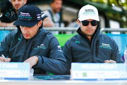 Mitch Evans, Jaguar Racing, Nelson Piquet Jr., Jaguar Racing, alla sessione autografi