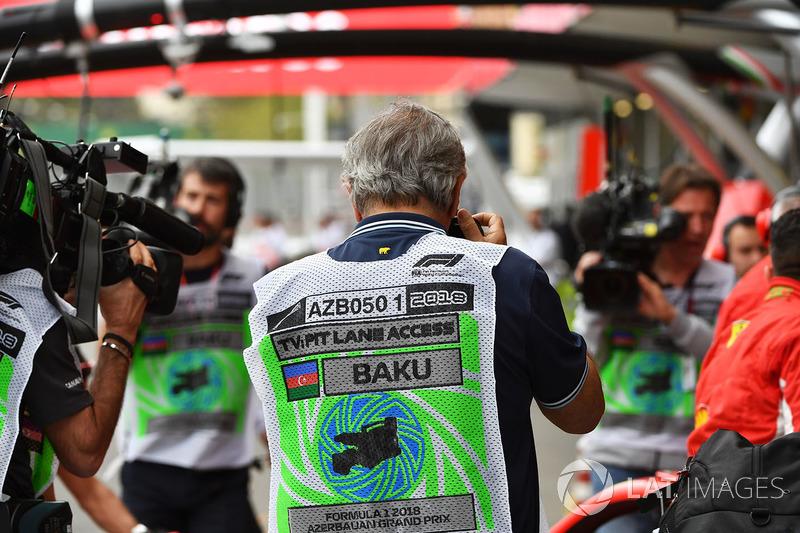 Jornalista técnico do Motorsport.com, Giorgio Piola sempre atento a tudo
