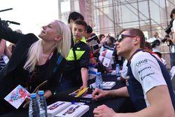 Sergey Sirotkin, Williams fans selfie