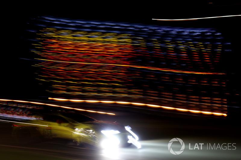 55. Марко Сёренсен, Ники Тим, Даррен Тёрнер, Aston Martin Racing, Aston Martin Vantage AMR (№95)
