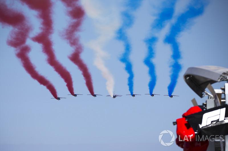 La Patrouille de France survole le circuit