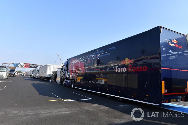 Scuderia Toro Rosso camión