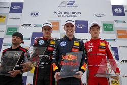 Podium : Le vainqueur Dan Ticktum, Motopark Dallara F317 - Volkswagen, le deuxième, Jüri Vips, Motopark Dallara F317 - Volkswagen, le troisième, Marcus Armstrong, PREMA Theodore Racing Dallara F317 - Mercedes-Benz