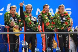 Podio LMP2: i vincitori Roman Rusinov, Andrea Pizzitola, Jean-Eric Vergne, G-Drive Racing