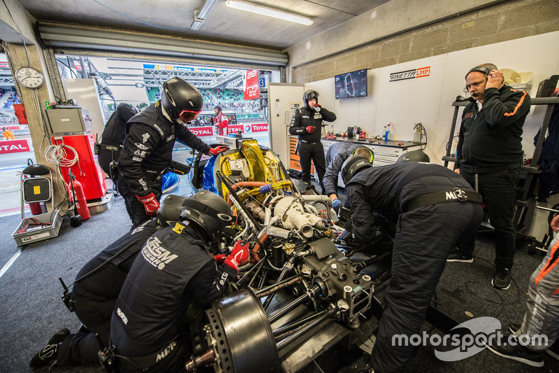 Crew members work on the CEFC TRSM RACING Ginetta G60-LT-P1