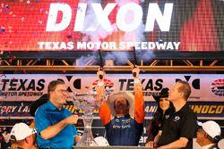 Scott Dixon, Chip Ganassi Racing Honda dispara los seis tiradores