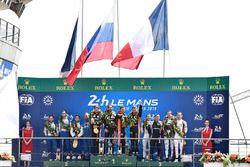 LMP2 podium: Roman Rusinov, Andrea Pizzitola, Jean-Eric Vergne, G-Drive Racing, tweede plaats Nicolas Lapierre, Andre Negrao, Pierre Thiriet, Signatech Alpine, derde plaats Vincent Capillaire, Jonathan Hirschi, Tristan Gommendy, Graff Racing