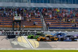 Austin Cindric, Team Penske, Ford Mustang Fitzgerald Glider Kits and Daniel Hemric, Richard Childress Racing, Chevrolet Camaro South Point Hotel & Casino green flag start
